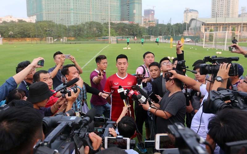 Vị khách đặc biệt trong buổi tập của đội tuyển Việt Nam - ảnh 10
