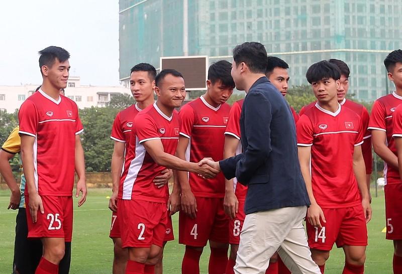 Vị khách đặc biệt trong buổi tập của đội tuyển Việt Nam - ảnh 7