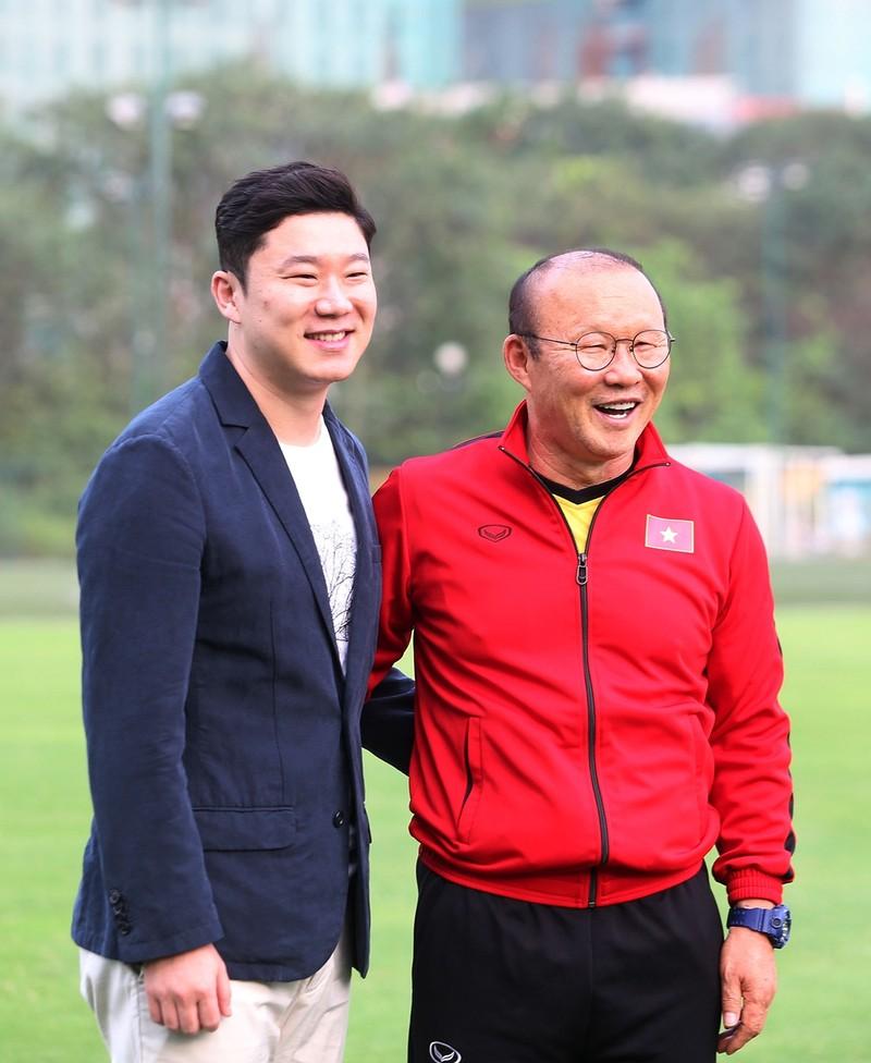 Vị khách đặc biệt trong buổi tập của đội tuyển Việt Nam - ảnh 2