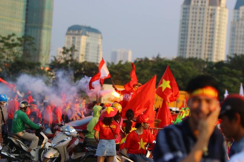 Philippines kiên cường, Việt Nam vất vả vào chung kết AFF Cup - ảnh 28