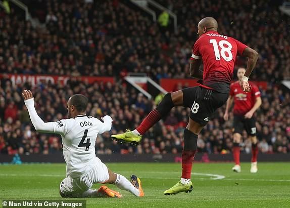 Man. United bùng nổ trên sân nhà, Arsenal thắng chật vật - ảnh 1