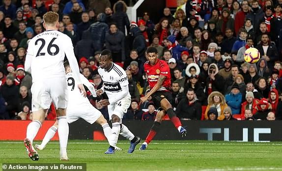 Man. United bùng nổ trên sân nhà, Arsenal thắng chật vật - ảnh 4