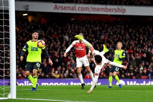 Man. United bùng nổ trên sân nhà, Arsenal thắng chật vật - ảnh 6