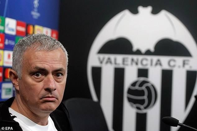HLV Mourinho khó chịu khi bị truyền thông đặt câu hỏi về Pogba - ảnh 1