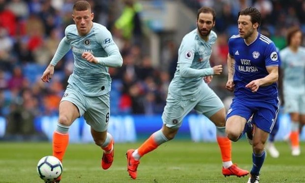 Trọng tài tiếp tay giúp Chelsea ngược dòng thắng Cardiff - ảnh 1