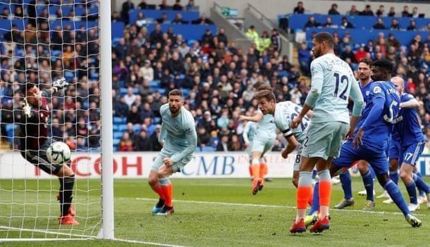 Trọng tài tiếp tay giúp Chelsea ngược dòng thắng Cardiff - ảnh 4
