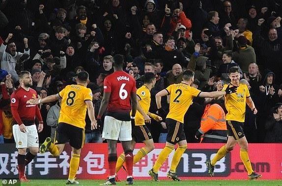 Smalling 'đốt đền', MU thua sốc trước Wolverhampton - ảnh 6