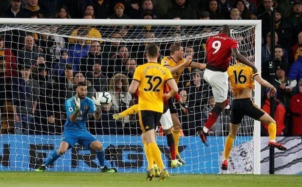 Smalling 'đốt đền', MU thua sốc trước Wolverhampton - ảnh 1