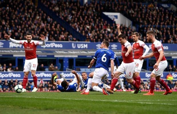 Arsenal thua đau, 'đua' Top 4 Premier League hấp dẫn khó lường - ảnh 2