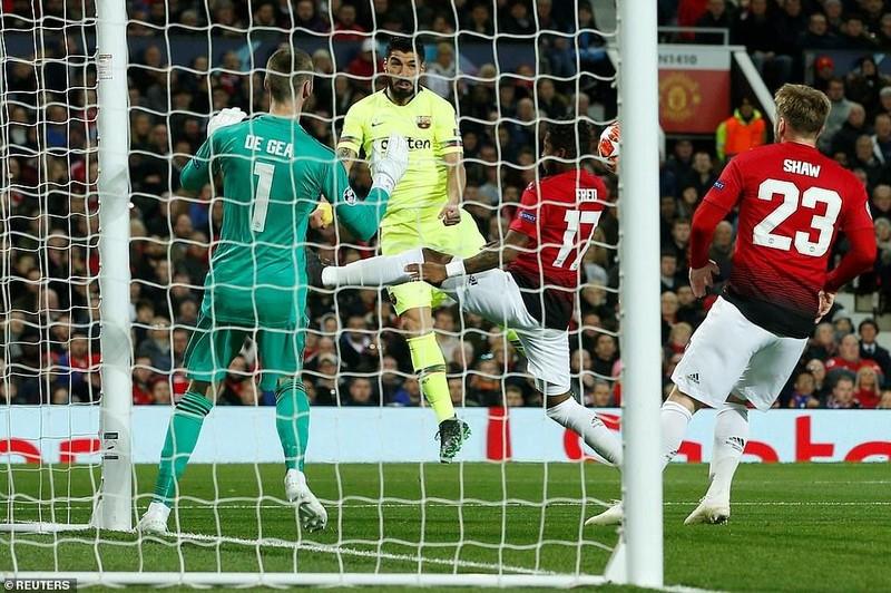 Hậu vệ 'đốt đền', MU gục ngã trước Barcelona ở Old Trafford - ảnh 2