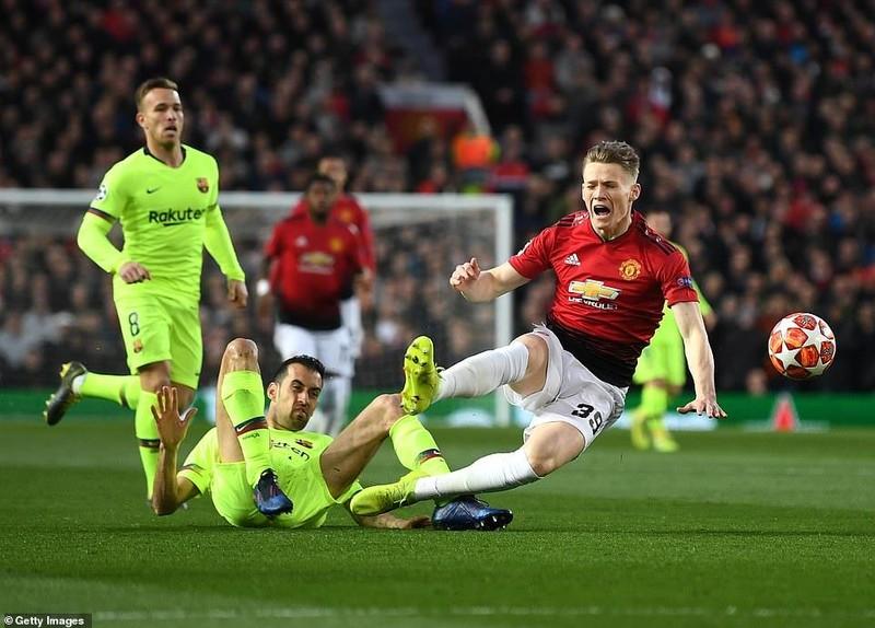 Hậu vệ 'đốt đền', MU gục ngã trước Barcelona ở Old Trafford - ảnh 3