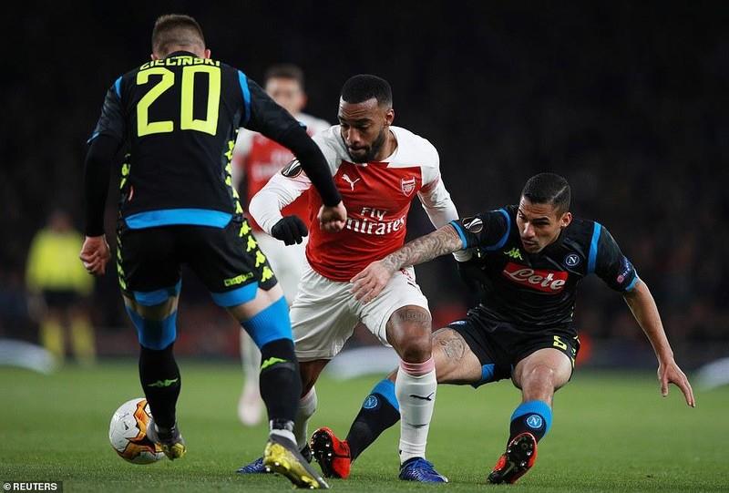 Arsenal 'xử gọn' Napoli trong hiệp một, Chelsea thắng chật vật - ảnh 1