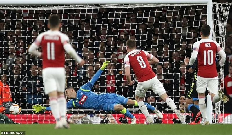 Arsenal 'xử gọn' Napoli trong hiệp một, Chelsea thắng chật vật - ảnh 2