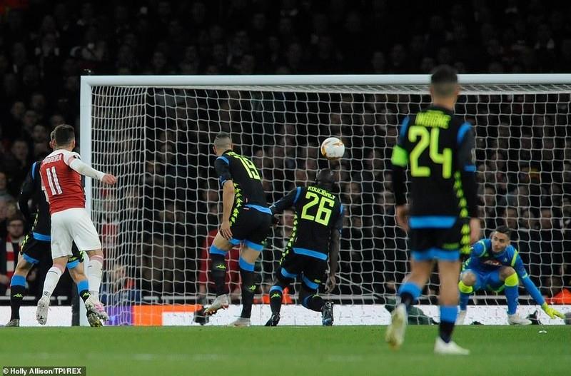 Arsenal 'xử gọn' Napoli trong hiệp một, Chelsea thắng chật vật - ảnh 3