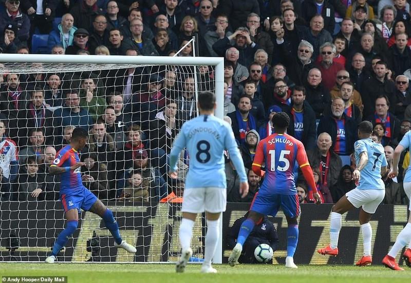 Sterling rực sáng, Man City vượt Liverpool đòi lại ngôi đầu - ảnh 1