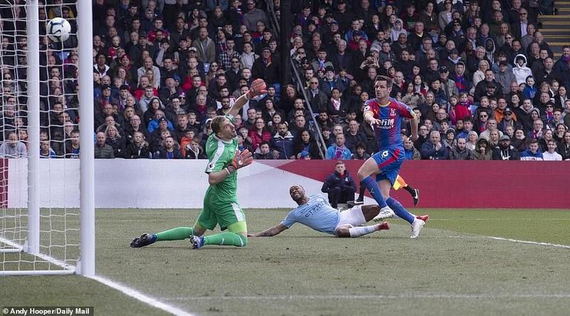 Sterling rực sáng, Man City vượt Liverpool đòi lại ngôi đầu - ảnh 2