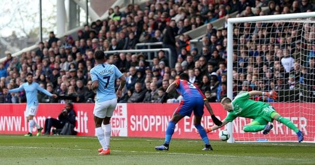 Sterling rực sáng, Man City vượt Liverpool đòi lại ngôi đầu - ảnh 4