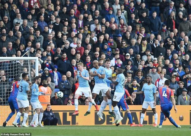 Sterling rực sáng, Man City vượt Liverpool đòi lại ngôi đầu - ảnh 5