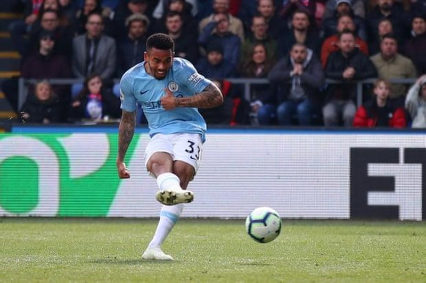 Sterling rực sáng, Man City vượt Liverpool đòi lại ngôi đầu - ảnh 6