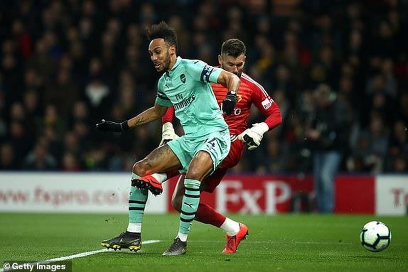Thắng nhọc Watford, Arsenal chen chân vào Top 4 Premier League - ảnh 1