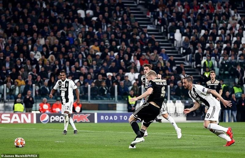 Ronaldo 'nổ súng', Juventus vẫn thua ngược cay đắng trước Ajax - ảnh 2