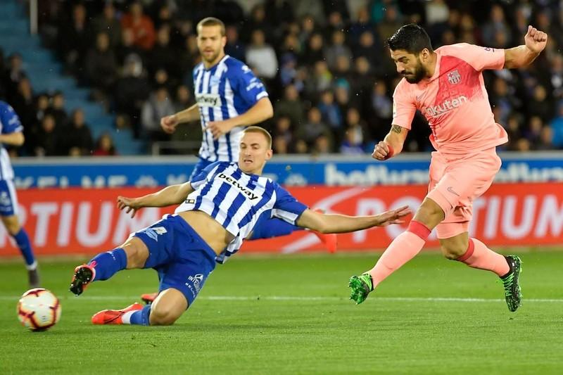 Đánh bại Alaves, Barcelona tiến sát ngôi vô địch La Liga - ảnh 1