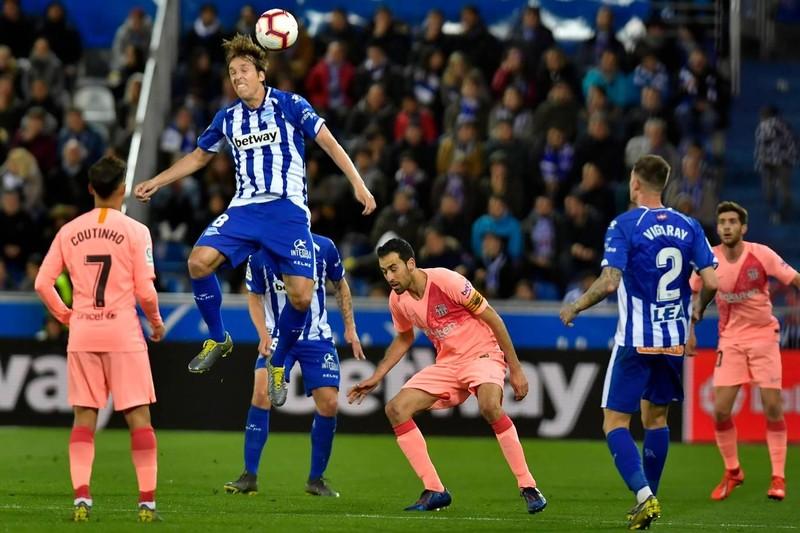 Đánh bại Alaves, Barcelona tiến sát ngôi vô địch La Liga - ảnh 2