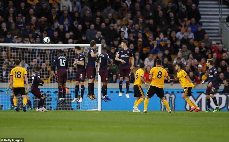 Tiếp tục thua sốc, Arsenal 'hụt hơi' đua Top 4 Premier League - ảnh 1