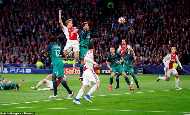 Moura lập hat-trick, Tottenham ngược dòng khó tin loại Ajax - ảnh 1