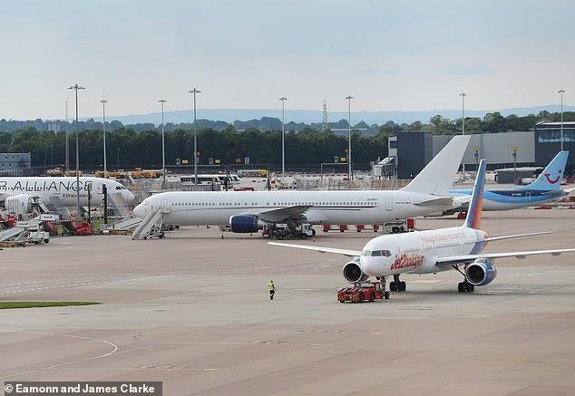 Man City chưa được phép bay đến Trung Quốc vì sự cố hi hữu - ảnh 1