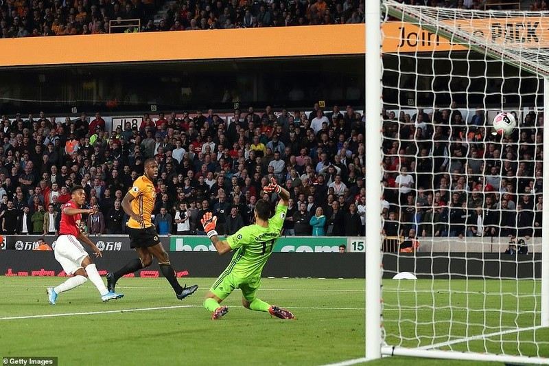 Pogba hỏng 11m, MU lỡ cơ hội lên ngôi đầu Premier League - ảnh 2