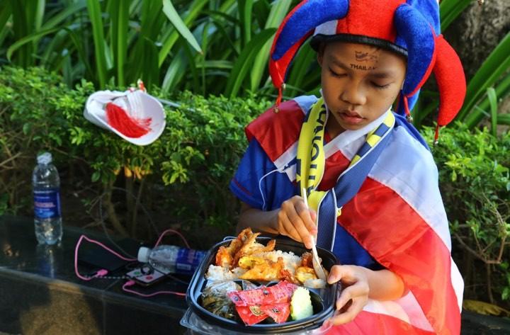 Văn Lâm xuất thần,Việt Nam hòa Thái Lan kịch tính và tranh cãi - ảnh 35