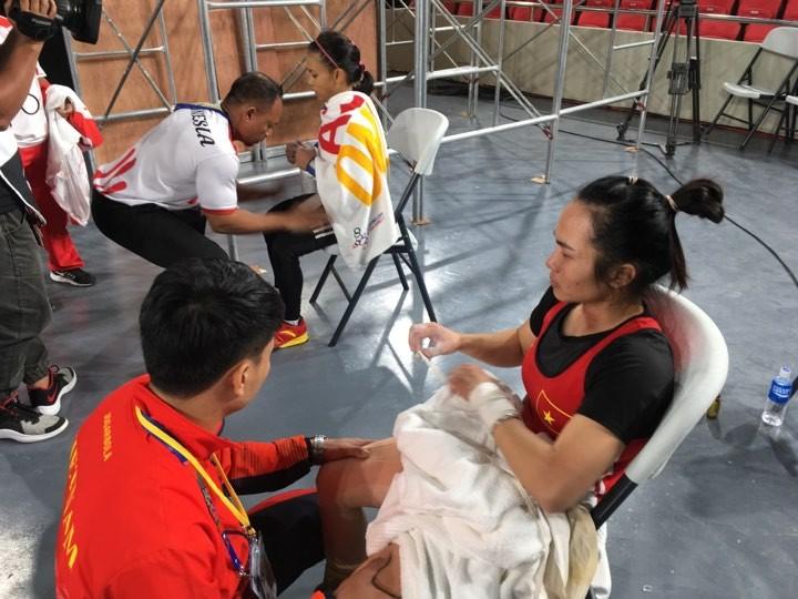 Vương Thị Huyền giành HCV thứ ba, VĐV Indonesia khóc ngất - ảnh 3
