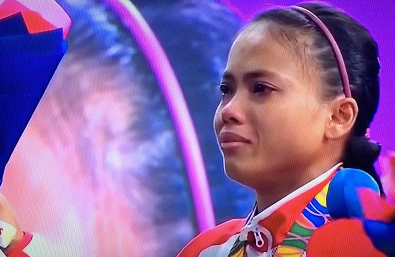 Vương Thị Huyền giành HCV thứ ba, VĐV Indonesia khóc ngất - ảnh 1
