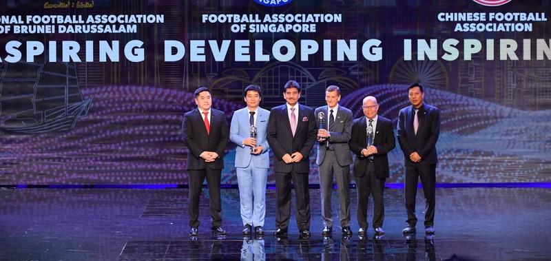 Văn Hậu hụt giải cầu thủ trẻ, Hassan Afif xuất sắc nhất châu Á - ảnh 8