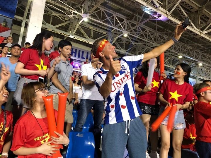 Thắng dễ Campuchia, Việt Nam vào chung kết tái đấu Indonesia - ảnh 27