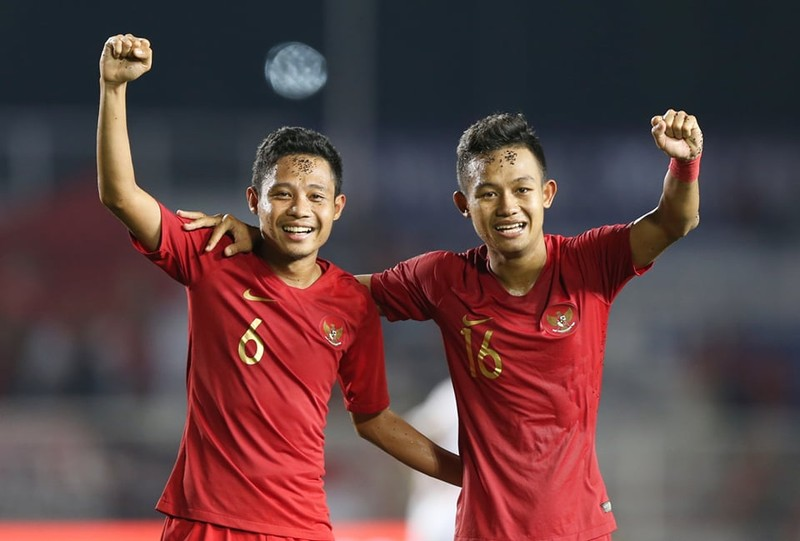 Thắng dễ Campuchia, Việt Nam vào chung kết tái đấu Indonesia - ảnh 30