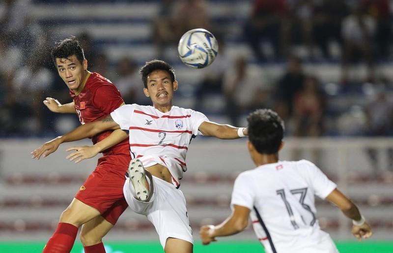 Thắng dễ Campuchia, Việt Nam vào chung kết tái đấu Indonesia - ảnh 15