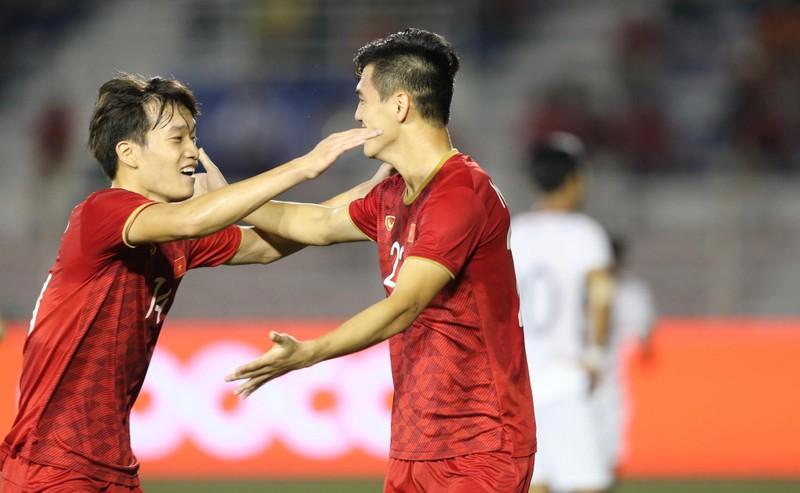 Thắng dễ Campuchia, Việt Nam vào chung kết tái đấu Indonesia - ảnh 13
