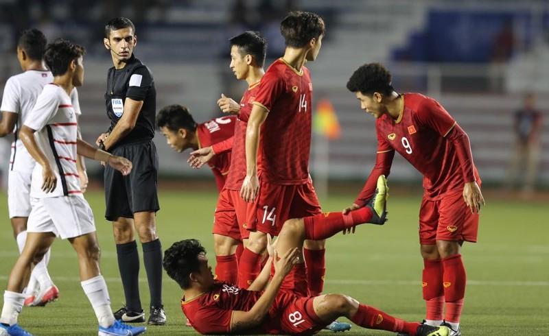 Thắng dễ Campuchia, Việt Nam vào chung kết tái đấu Indonesia - ảnh 8