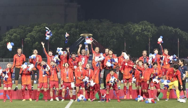Chùm ảnh tuyển nữ Việt Nam giành HCV SEA Games đầy cảm xúc - ảnh 39