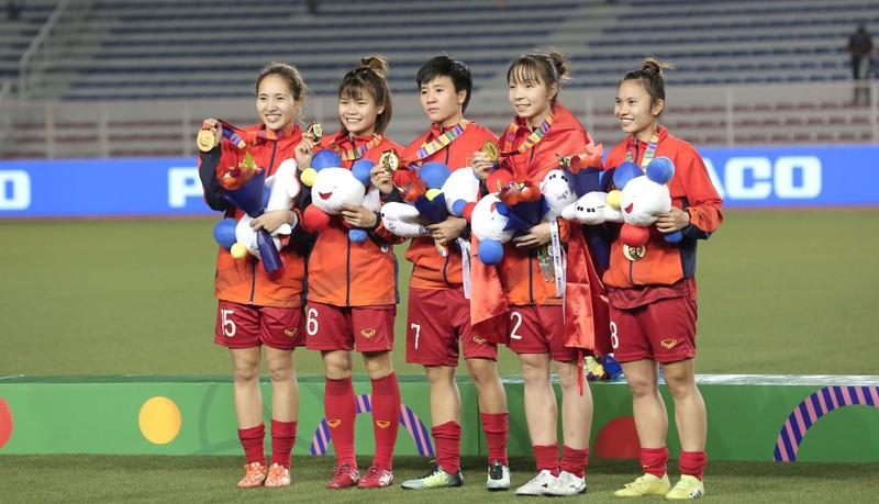 Chùm ảnh tuyển nữ Việt Nam giành HCV SEA Games đầy cảm xúc - ảnh 32