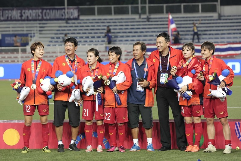 Chùm ảnh tuyển nữ Việt Nam giành HCV SEA Games đầy cảm xúc - ảnh 31