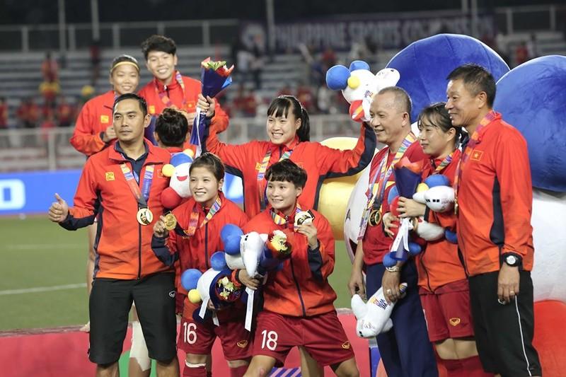 Chùm ảnh tuyển nữ Việt Nam giành HCV SEA Games đầy cảm xúc - ảnh 33