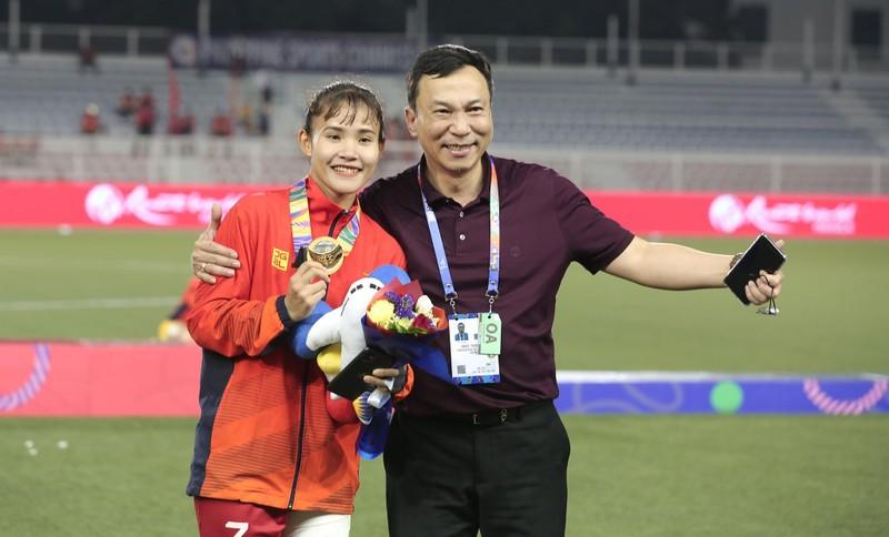 Chùm ảnh tuyển nữ Việt Nam giành HCV SEA Games đầy cảm xúc - ảnh 29