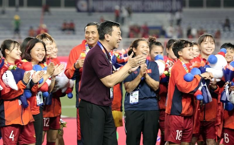 Chùm ảnh tuyển nữ Việt Nam giành HCV SEA Games đầy cảm xúc - ảnh 34