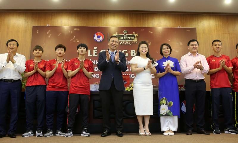 Cái bắt tay của bà Diệp Thảo và HLV Park Hang-seo - ảnh 6