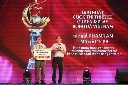 Nghĩa cử đẹp của Văn Toàn sau khi giành cú đúp Fair Play 2017 - ảnh 4