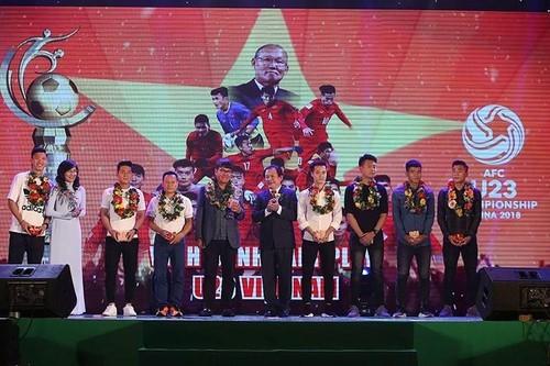 Nghĩa cử đẹp của Văn Toàn sau khi giành cú đúp Fair Play 2017 - ảnh 2