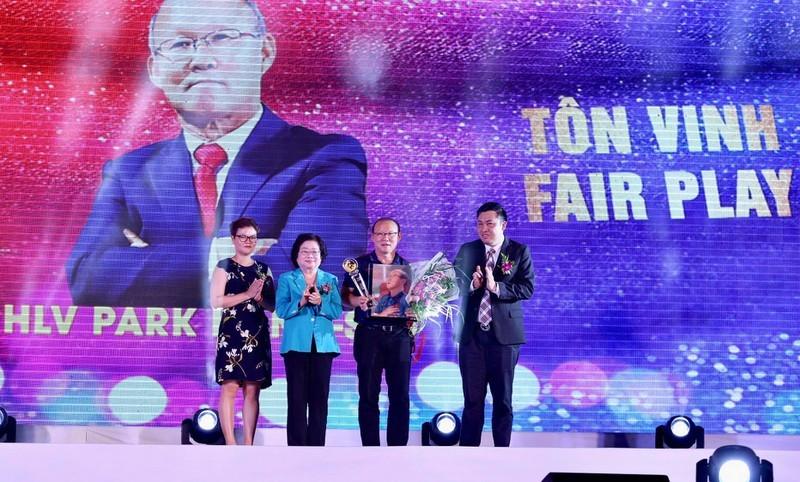 Thầy Park lần đầu chứng kiến học trò giành giải Fair Play - ảnh 3